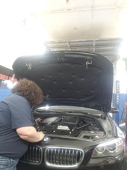 mechanic-shop-femme