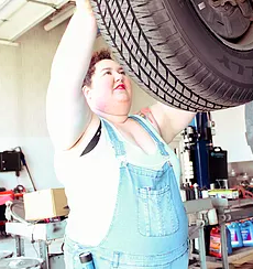 how-to-find-a-mechanic-shop-femme